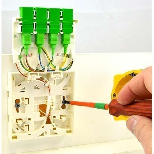 IKEPE Prise optique murale (DTI) PTO2 4 fibres avec raccord et pigtail SC/APC