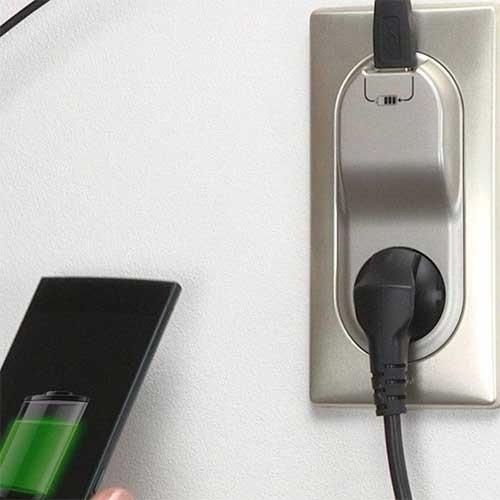 LEGRAND Céliane Enjoliveur Prise électrique + chargeur USB titane - 068416