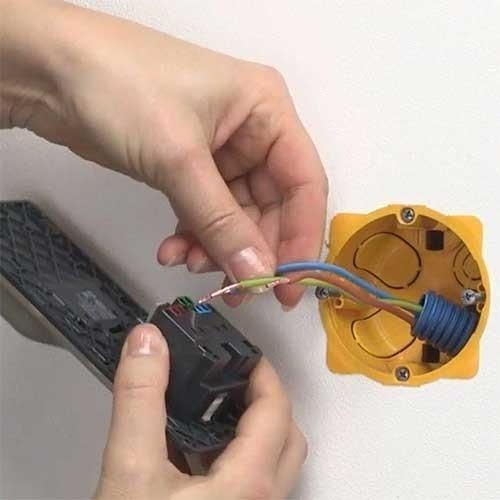 LEGRAND Enjoliveur chargeur USB titane + Prise de courant Céliane - 068416