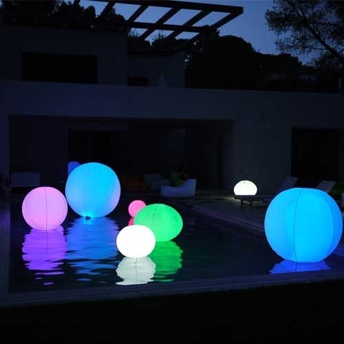 boule lumineuse gonflable led multicolore sans fil tanche et flottante. Black Bedroom Furniture Sets. Home Design Ideas