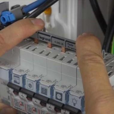 LEGRAND Peigne d'alimentation électrique universel 13 modules